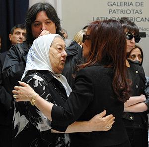 Español: La presidenta Cristina Fernández y la...