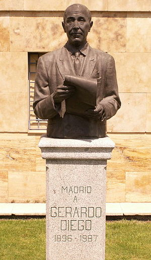 Español: Monumento a Gerardo Diego, en la call...