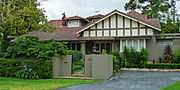 external image 180px-1_Northcote_Road%2C_Lindfield%2C_New_South_Wales_%282010-12-04%29.jpg