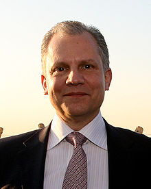 https://i0.wp.com/upload.wikimedia.org/wikipedia/commons/thumb/a/ab/Arthur_Sulzberger_Jr_at_FT_Spring_Party.jpg/220px-Arthur_Sulzberger_Jr_at_FT_Spring_Party.jpg