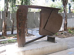 Black Cover Flat (1974), steel, at the Tel Aviv Museum of Art.