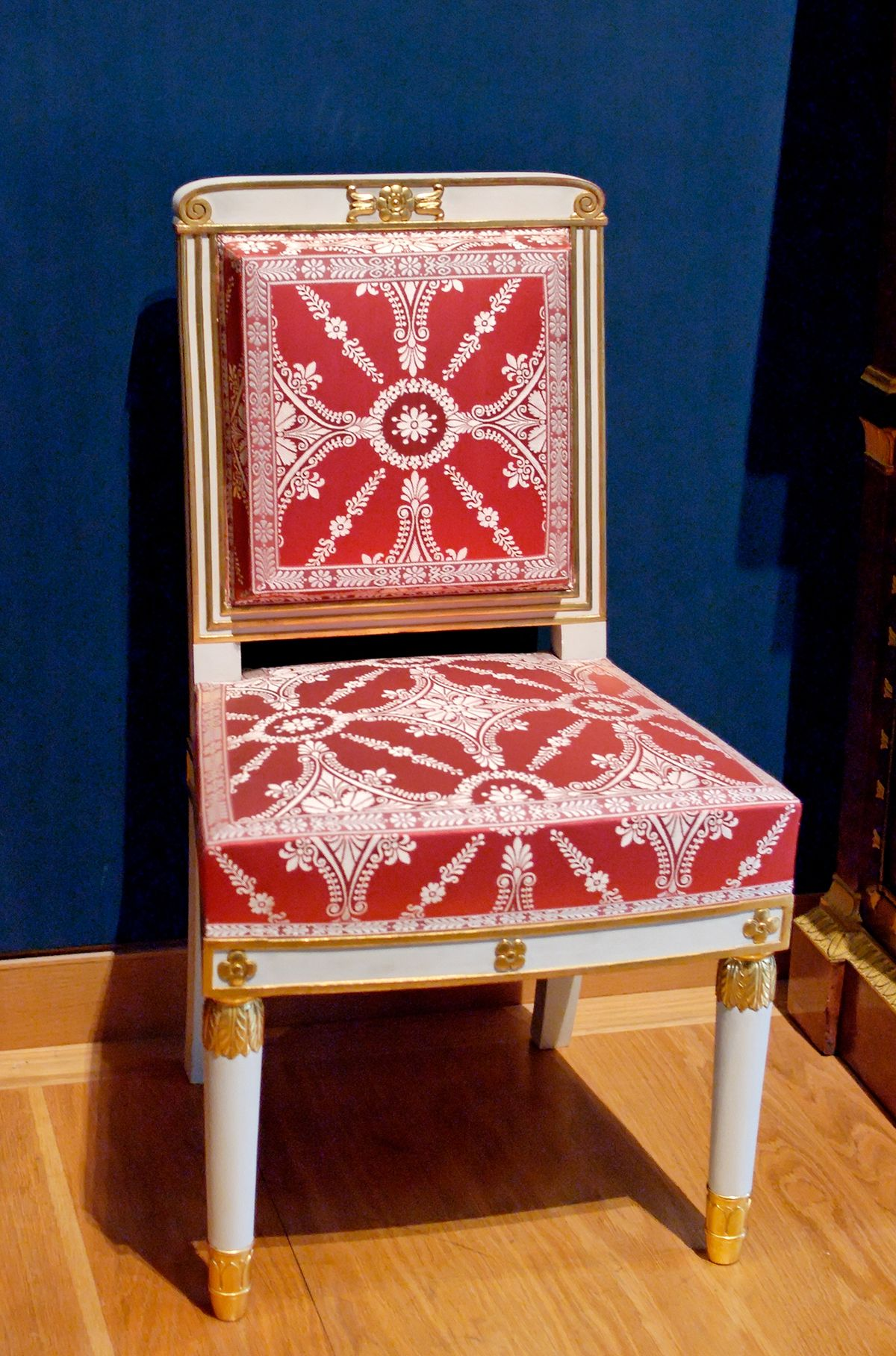 old fashioned birthing chairs pewter chair sashes empire style wikimedia commons