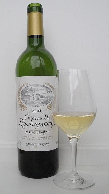 English: A 2004 Château de Rochemorin Blanc, a...