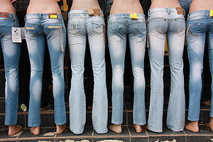 English: Mannequins wearing jeans in SÃ nnicola...