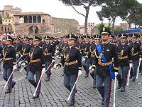 Allievi vice-commissari dell'Istituto Superiore di Polizia in parata