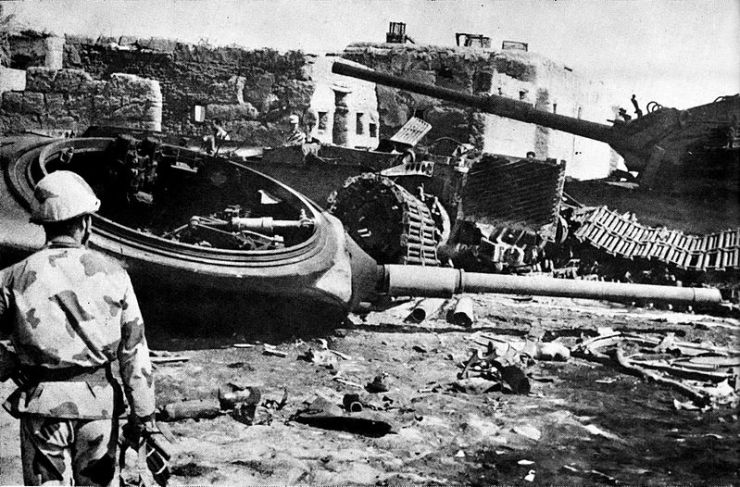 800px-Destroyed_Israeli_armor_near_Ismailia Сирия и Египет напали на Израиль. Война Судного дня