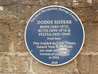 File:Gateshead Blue Plaque- Dodds Sisters.JPG