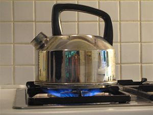 English: Transfer of heat to water kettle
