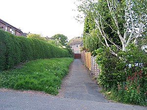 English: Path from Bedford Road to Crag View C...
