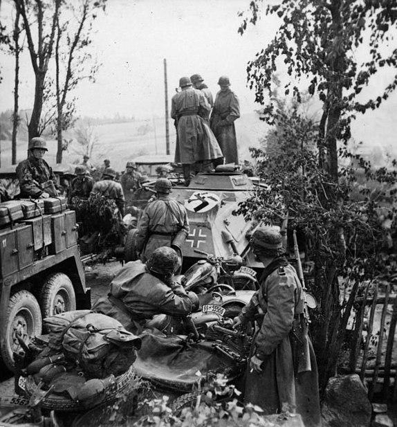 File:Bundesarchiv Bild 101III-Wiegand-117-01, Russland, motorisierte Einheit der SS-Totenkopf-Division.jpg