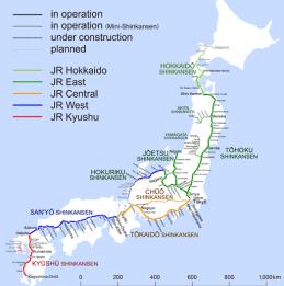"Shinkansens järnvägsnät, <a title=""By Hisagi (Own work) [CC BY-SA 4.0 (http://creativecommons.org/licenses/by-sa/4.0)], via Wikimedia Commons"" href=""https://commons.wikimedia.org/wiki/File%3AShinkansen_map_201603_en.png"">By Hisagi (Own work)</a>"