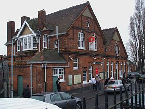 English: Streatham Common station eastern buil...