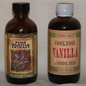 English: Two types of vanilla extract
