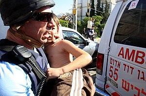 English: Israeli child injured from Hamas Grad...