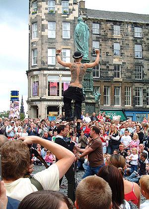 Street performer on the Royal Mile, Edinburgh,...