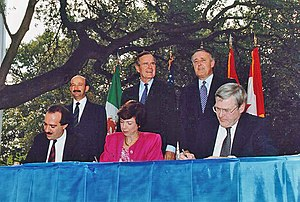 Carlos Salinas (left), George H.W. Bush and Br...