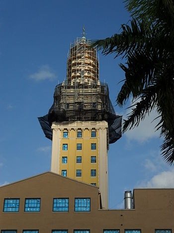 English: Scaffolding around the top of the Fre...