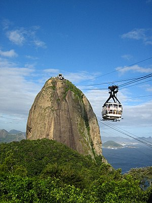 Cablecar going to the Sugarloaf Mountain, Rio ...
