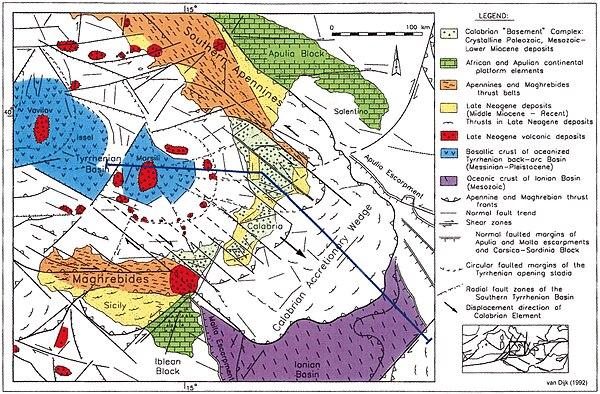 Carta Geo-tettonica del Mediterraneo centrale e l'Arco Calabro. La traccia blu indica la posizione della sezione geotettonica qui in basso. Da van Dijk (1992)