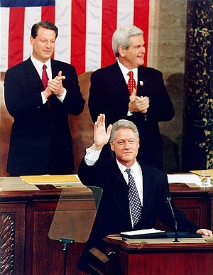 English: Al Gore and Newt Gingrich applaud to ...