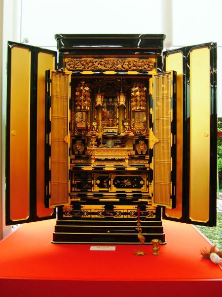 traditioneller Shin-Altar