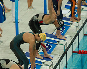 English: Michael Phelps starting the 4x100m re...