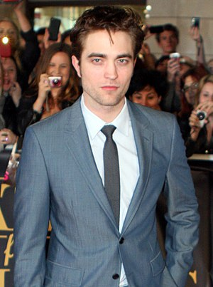 English: Robert Pattinson at the Water for Ele...