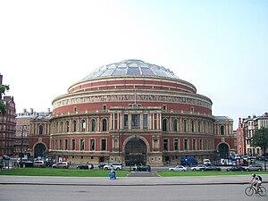 English: The Royal Albert Hall (London) at noon.