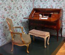 Antique Furniture - Wikipedia