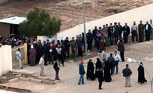 Cropped version of :Image:Iraqi voters in Bagh...