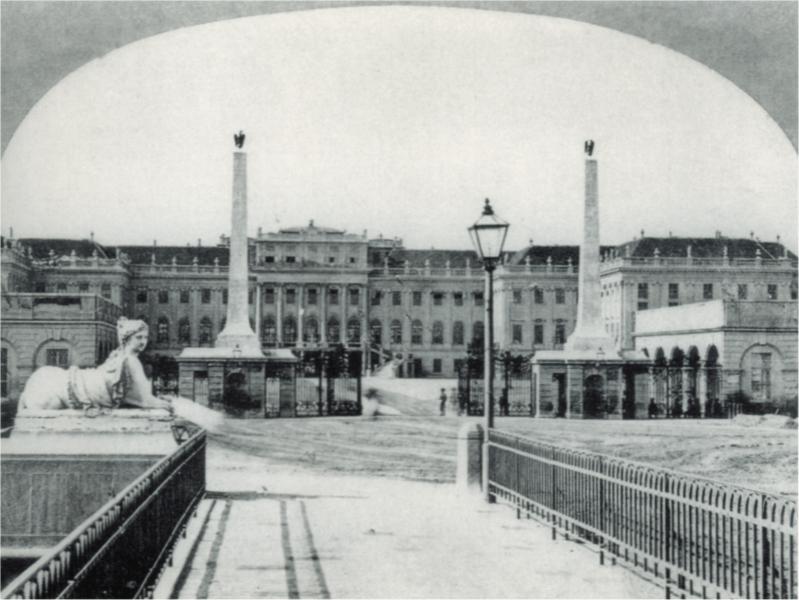 Schönbrunn entrance old.png