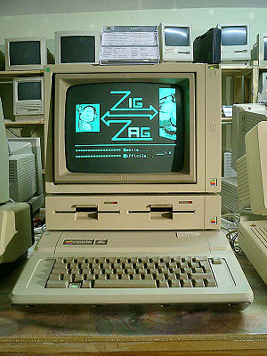 An Apple IIe with DuoDisk and Monitor //.