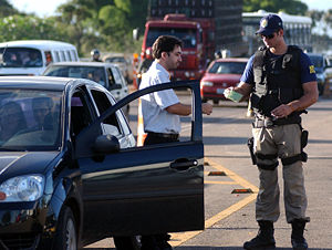 Brazilian Federal Highway Police at work.
