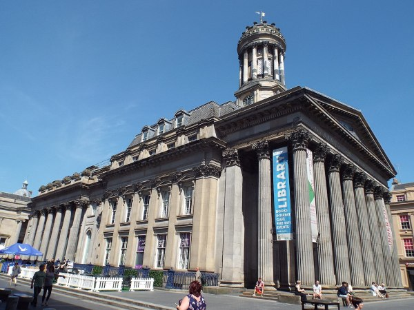 File Of Modern Art Glasgow Three-quarter View