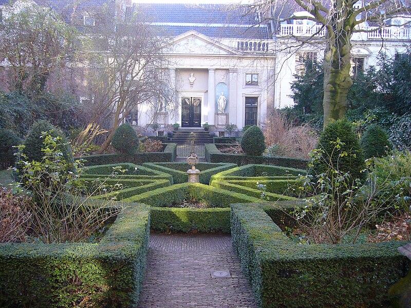 File:Museum van Loon tuin.JPG
