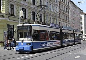 Deutsch: Tram Linie 27 Richtung Schwanseestr. ...