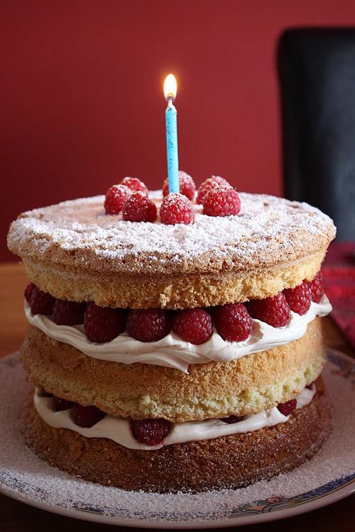 File:Birthday cake, Downpatrick, April 2010 (02).JPG - Wikimedia Commons