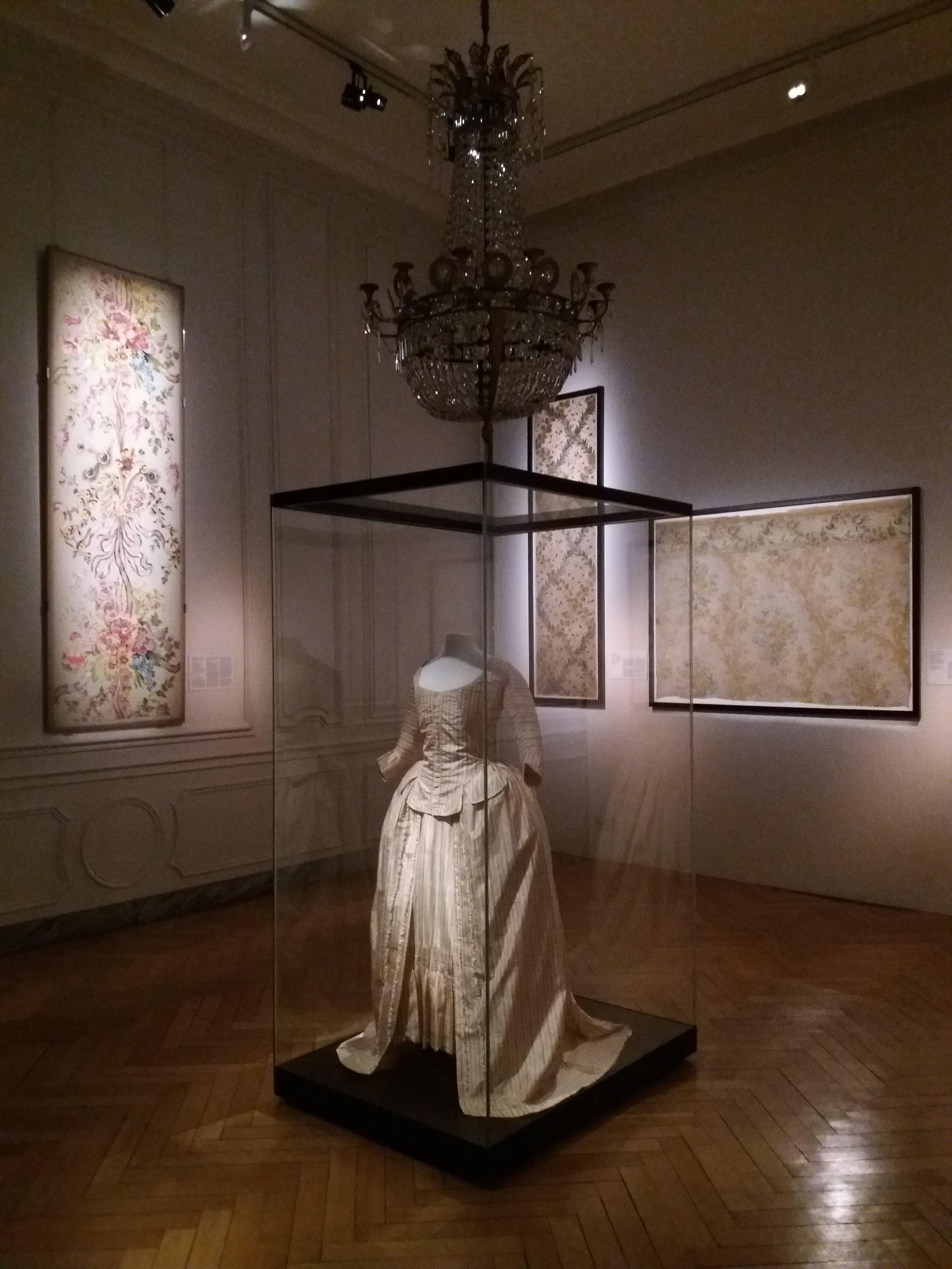 Musée Des Arts Décoratifs Lyon : musée, décoratifs, File:Lyon, Musée, Tissus, Décoratifs,, Salle, Centrale.jpg, Wikimedia, Commons