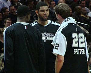English: Tim Duncan to Tiago Splitter of the S...