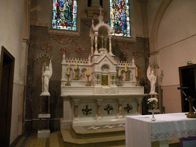 Fichier: Église Saint-Médard de Ferrière-la-Petite maitre autel 2.JPG