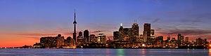 English: Panorama of Toronto. Français : Image...