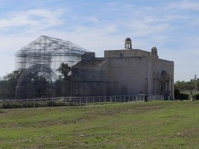 File:Basilique Santa Maria di Siponto et reconstitution de la basilique paléochrétienne-1.jpg