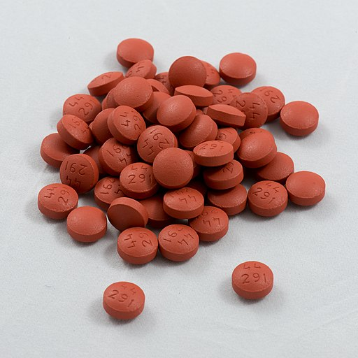 Pile of 200mg generic Ibuprofen tablets