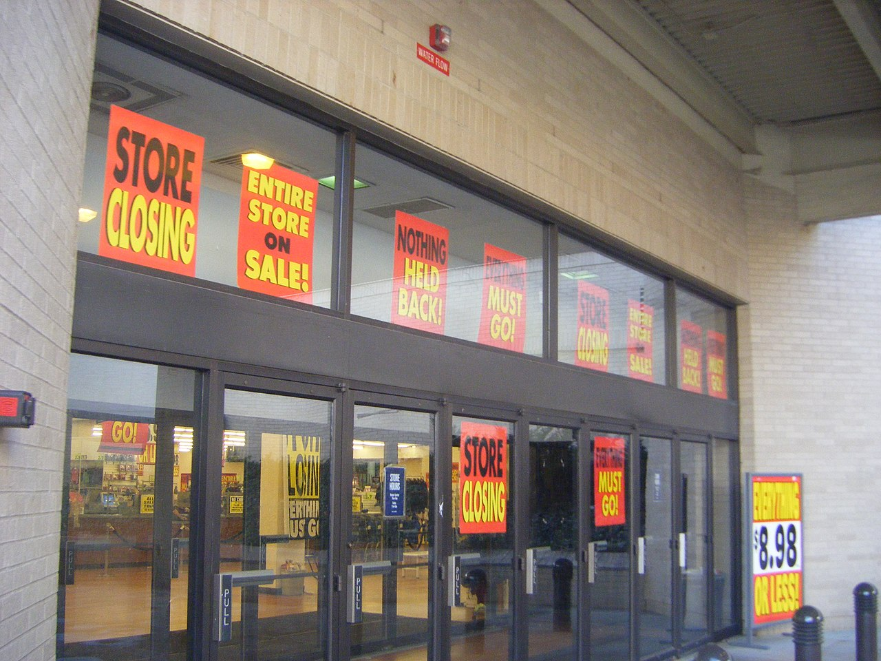 FileSB store closing signs and entrance Southwest Plaza
