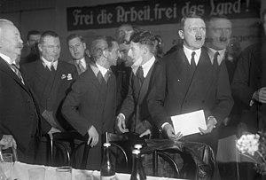 Bundesarchiv Bild 102-12975, Berlin, Adolf Hit...