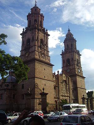 Otra perspectiva de la catedral de Morelia Mic...