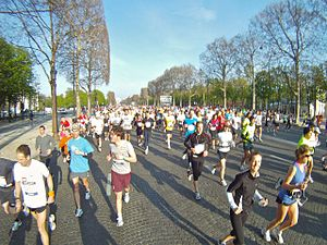 Paris Marathon 2010, Avenue des Champs-Élysées