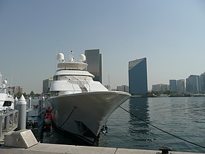 English: Yacht docked in the Dubai Creek withi...