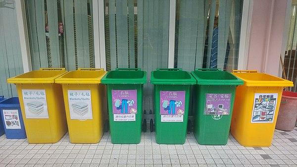 在香港中文大學宿舍設置的分類回收桶