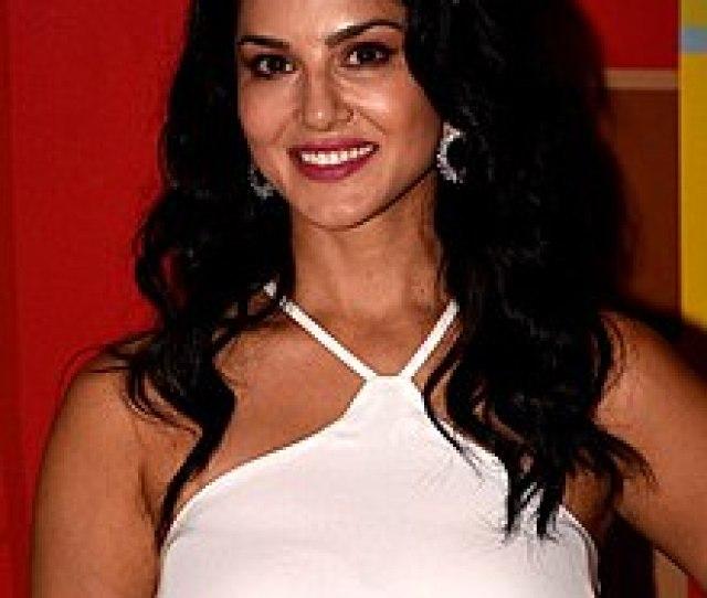 Sunny Leone Snapped In Mumbai Jpg